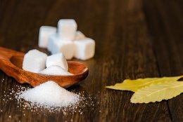 スプーンと砂糖(糖尿病イメージ)